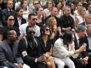 Black_Eyed_Peas_Vuitton